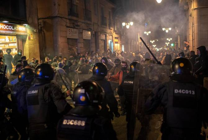 В Испании акции против мер по сдерживанию пандемии переросли в беспорядки