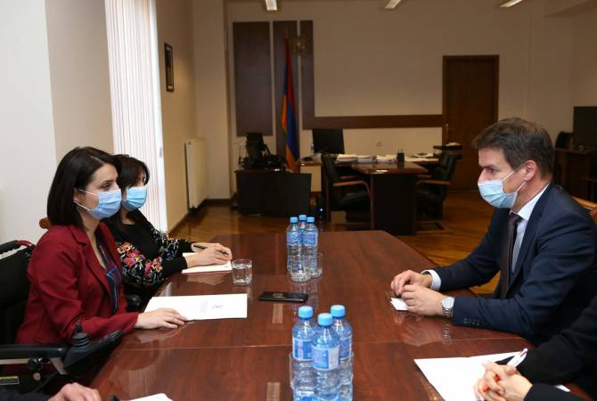France to provide humanitarian assistance to Armenian people