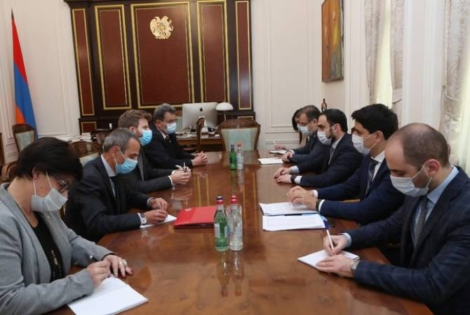 Deputy PM discusses exchange of POWs with ICRC executive