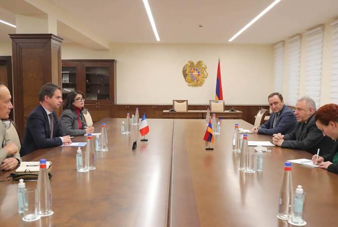 Armenian Defense Minister receives French Ambassador