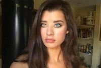 Model with different coloured eyes becomes Internet hit