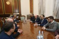Deputy PM meets workers of Alaverdi copper factory, assures priority approach