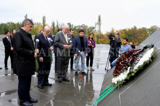Rudy Giuliani visits Armenian Genocide memorial in Yerevan, 