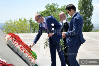 Belarus delegation visits Armenian Genocide Memorial in 