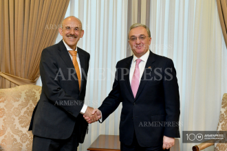 Armenian FM meets new German ambassador