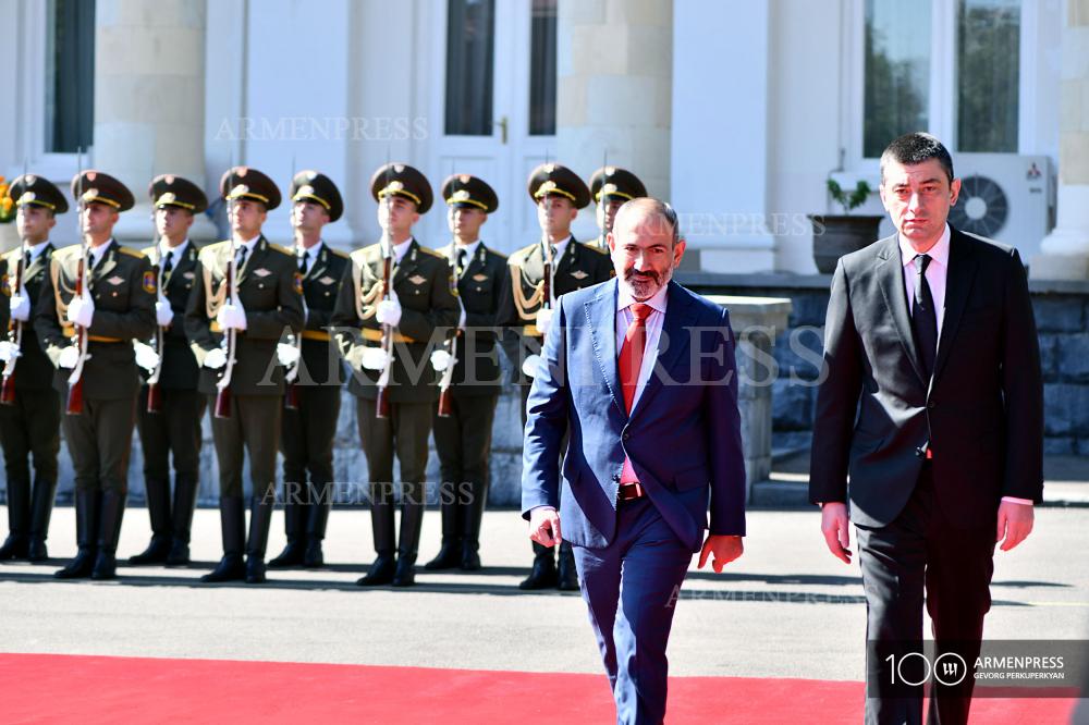 Բաղրամյան 26-ում տեղի է ունենում Վրաստանի վարչապետ Գեորգի Գախարիայի դիմավորման պաշտոնական արարողությունը