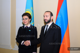 Speaker of Parliament Ararat Mirzoyan holds meeting with 