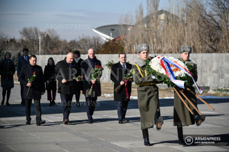 Netherlands FM Stef Blok honors Armenian Genocide victims at 
