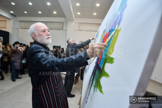 "Artists create ""Prayer"" painting as gift to Wuhan, China"