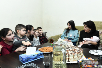 PM's spouse Anna Hakobyan visits Bezhanyan family who 