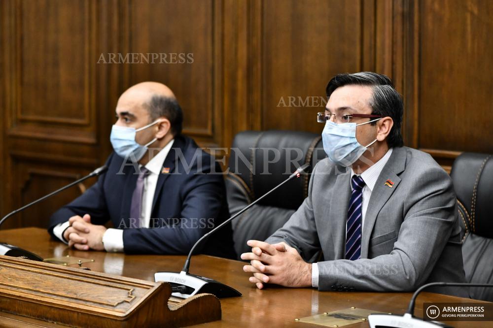 Briefings parlementaires