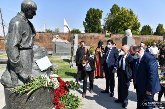 Officials, artists and others honor Komitas on birth anniversary