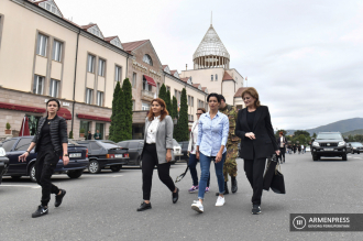Armenian PM's wife Anna Hakobyan visits a number of shelters 