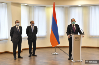 Prime Minister Nikol Pashinyan introduces new FM Ara 