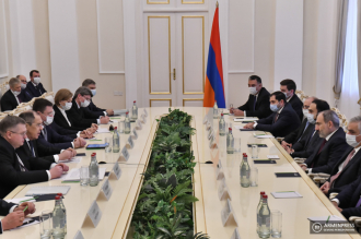 Armenian PM Nikol Pashinyan receives Russian government 